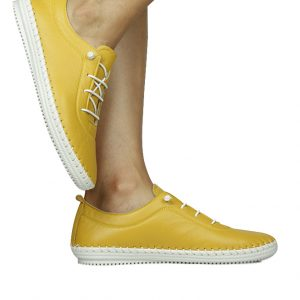 סניקרס עור צהוב